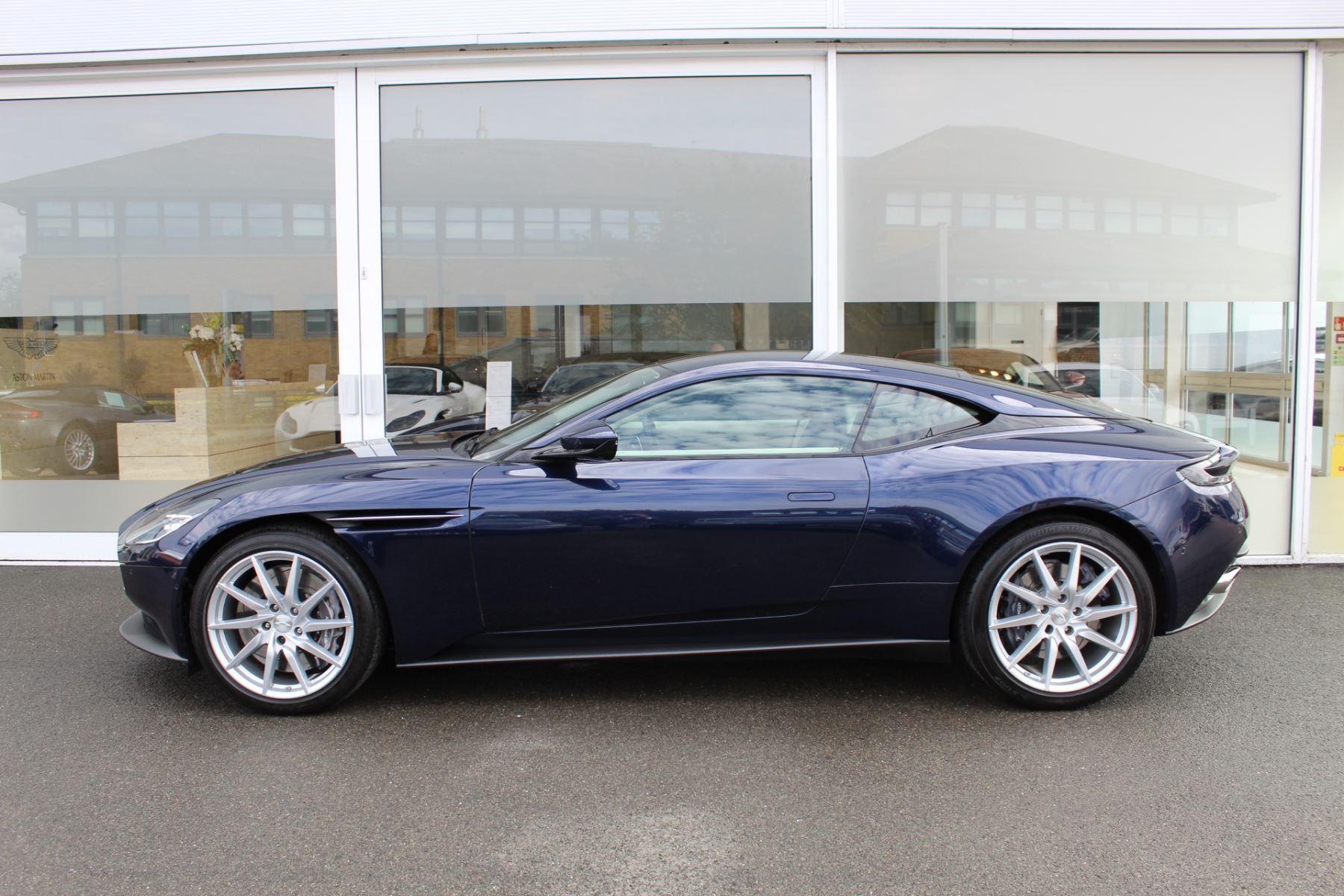 Aston Martin DB11 V8 2dr Touchtronic image 9