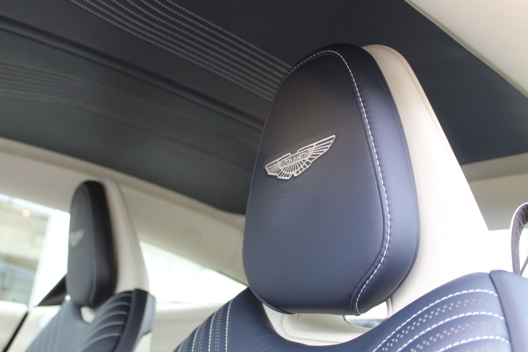 Aston Martin DB11 V8 2dr Touchtronic image 12
