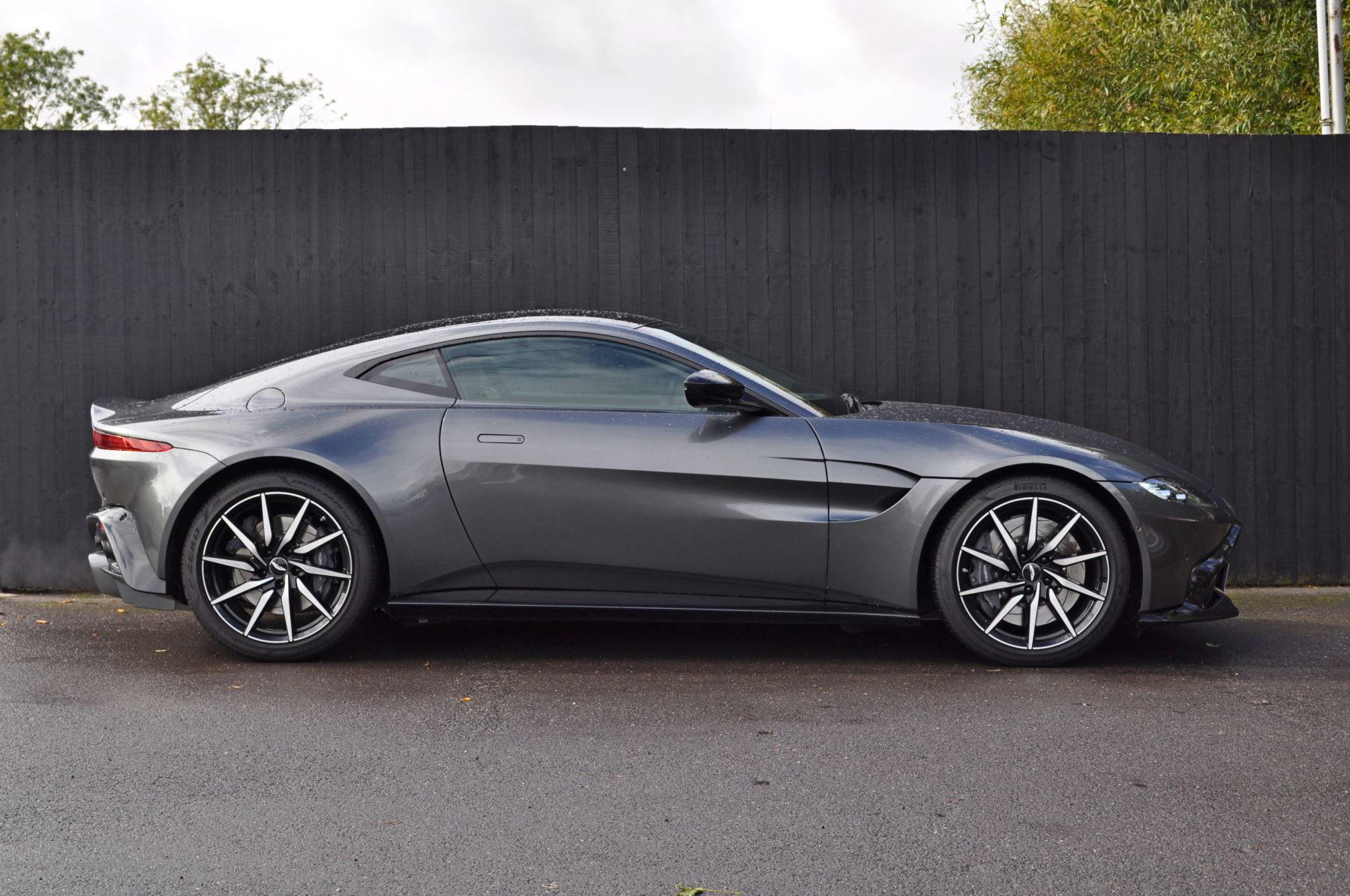 Aston Martin New Vantage 2dr ZF 8 Speed image 4