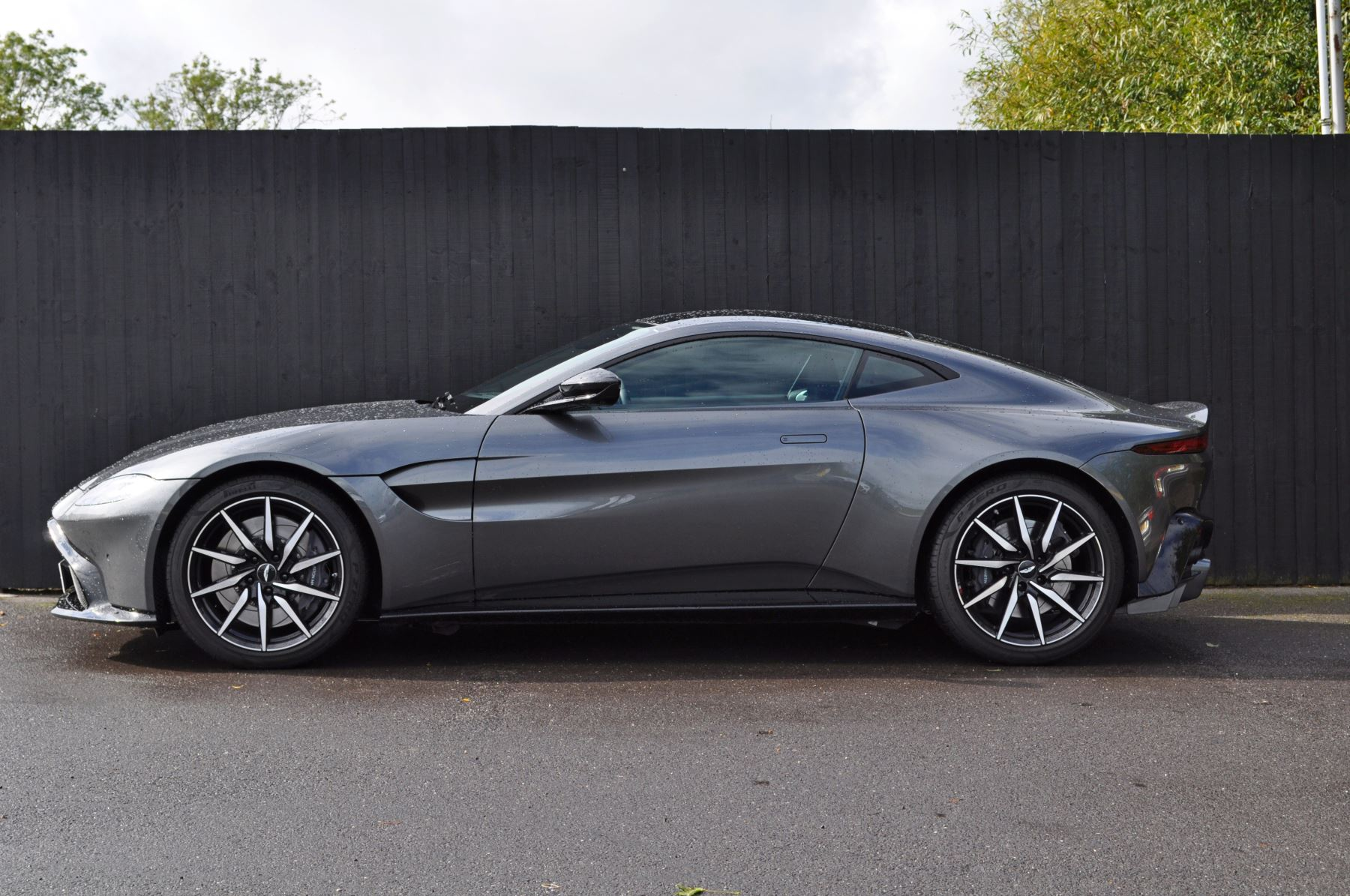 Aston Martin New Vantage 2dr ZF 8 Speed image 8
