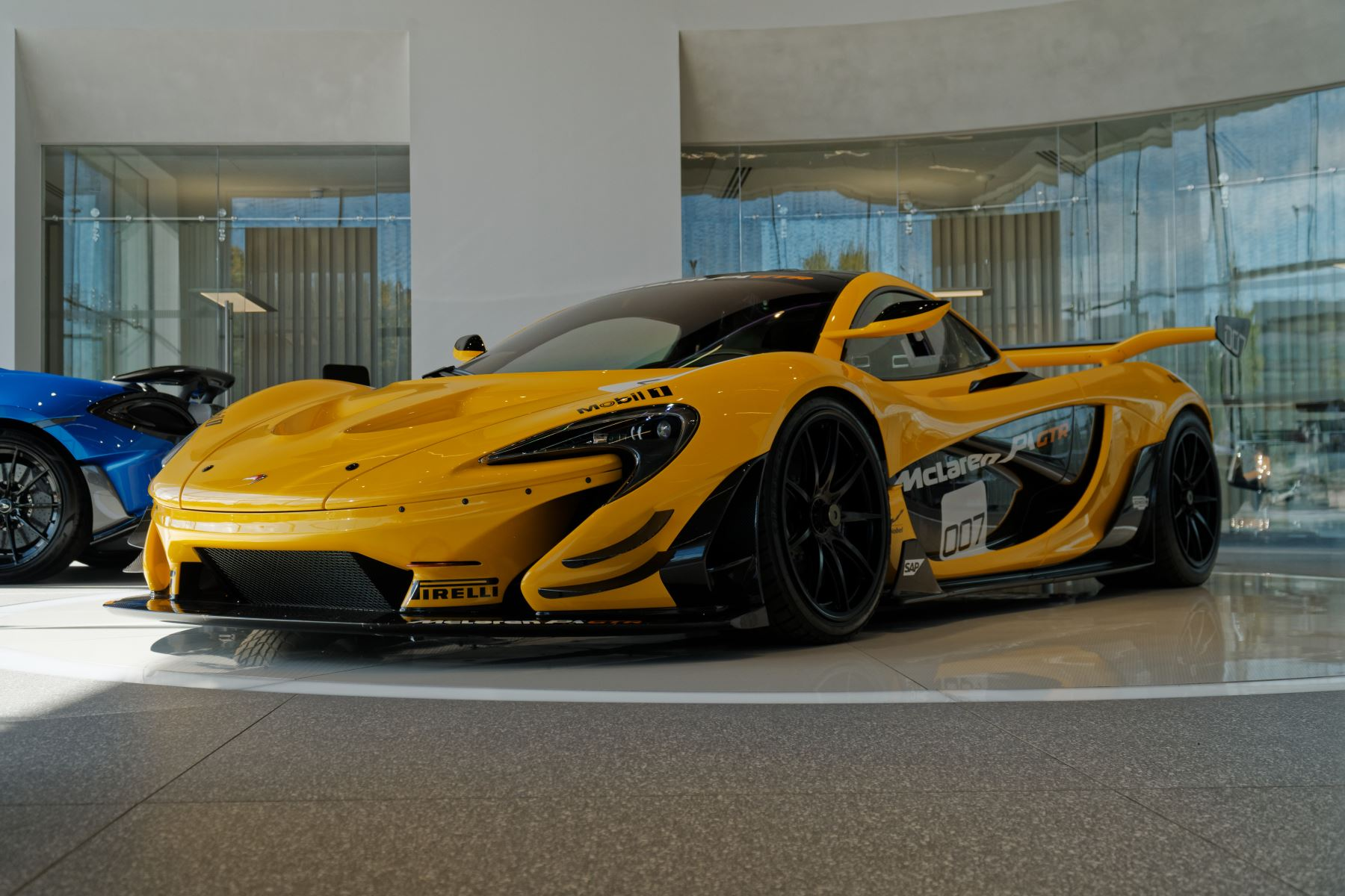 McLaren P1 GTR 3.8 Semi-Automatic 2 door Coupe (2015) image