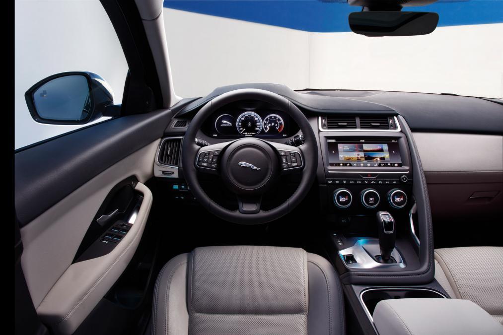Jaguar E-PACE 2.0d R-Dynamic SE image 9