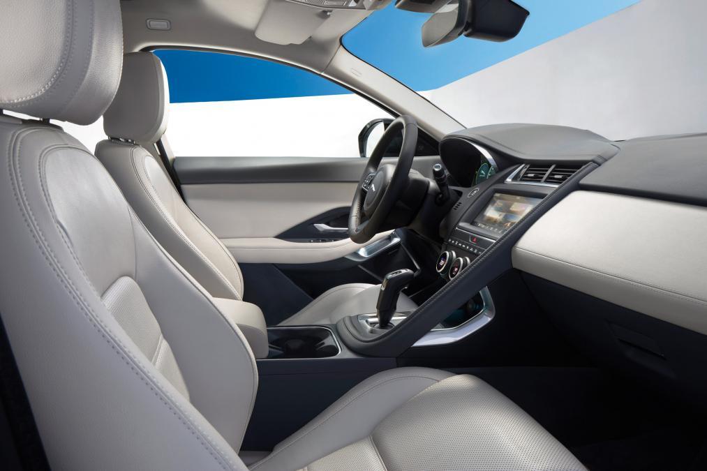 Jaguar E-PACE 2.0d R-Dynamic SE image 11