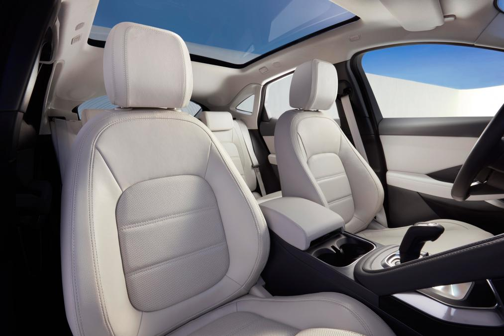 Jaguar E-PACE 2.0d R-Dynamic SE image 17