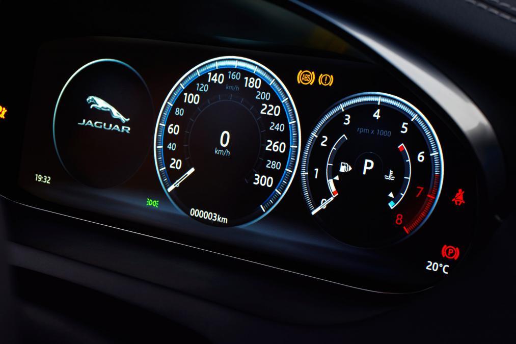Jaguar E-PACE 2.0d R-Dynamic SE image 18