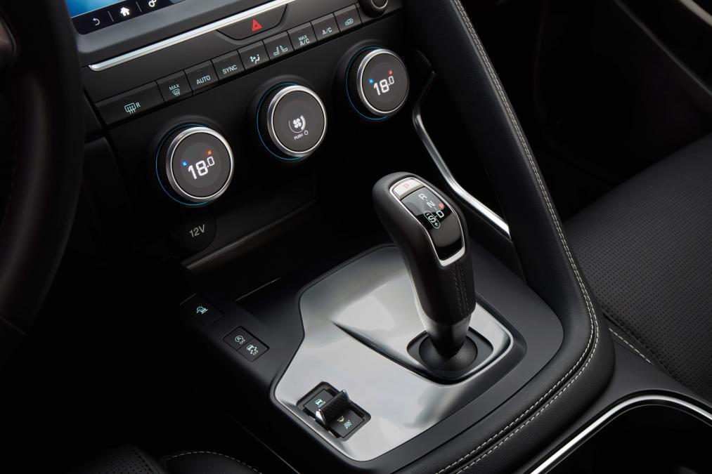 Jaguar E-PACE 2.0d R-Dynamic SE image 20