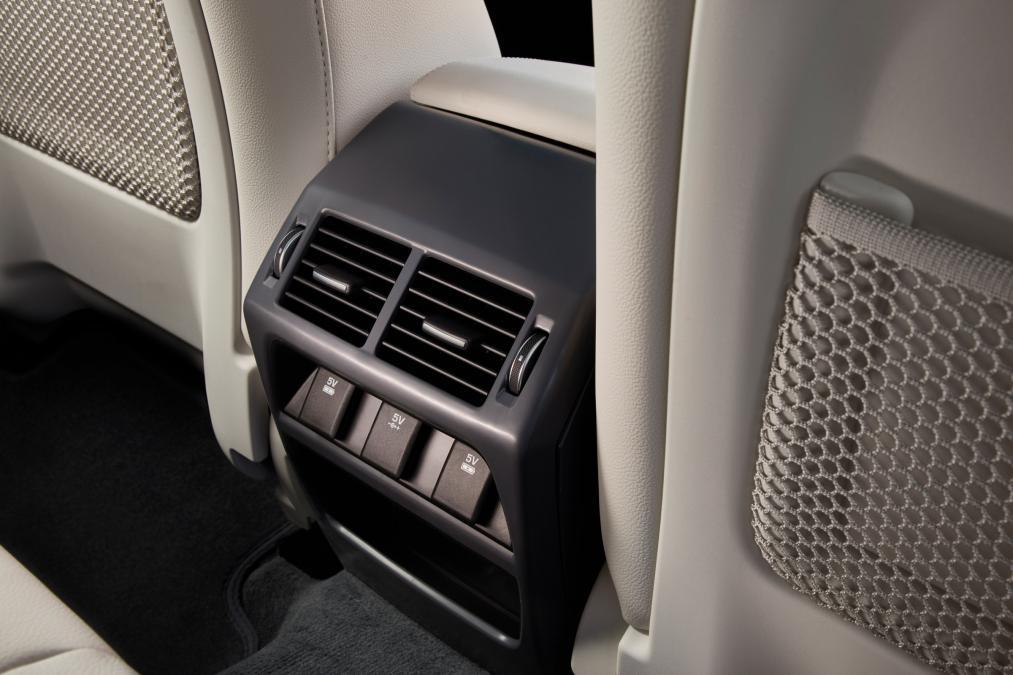 Jaguar E-PACE 2.0d R-Dynamic SE image 21