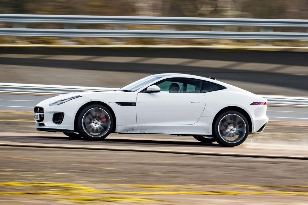 Jaguar F-TYPE 3.0 (380) Supercharged V6 R-Dynamic AWD image 5
