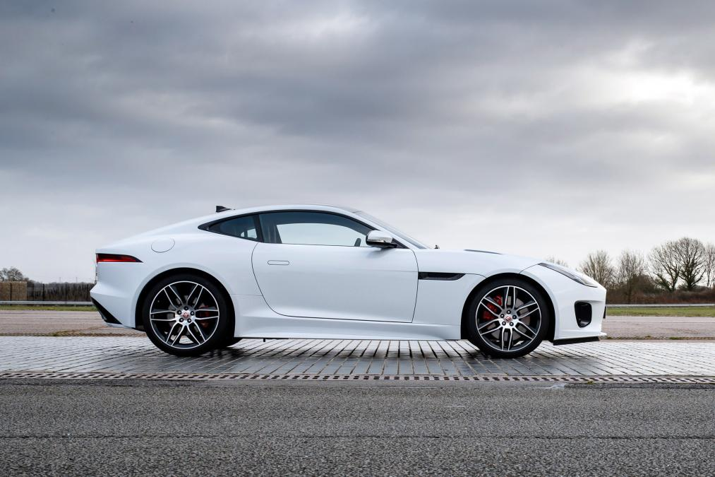 Jaguar F-TYPE 3.0 (380) Supercharged V6 R-Dynamic AWD image 14