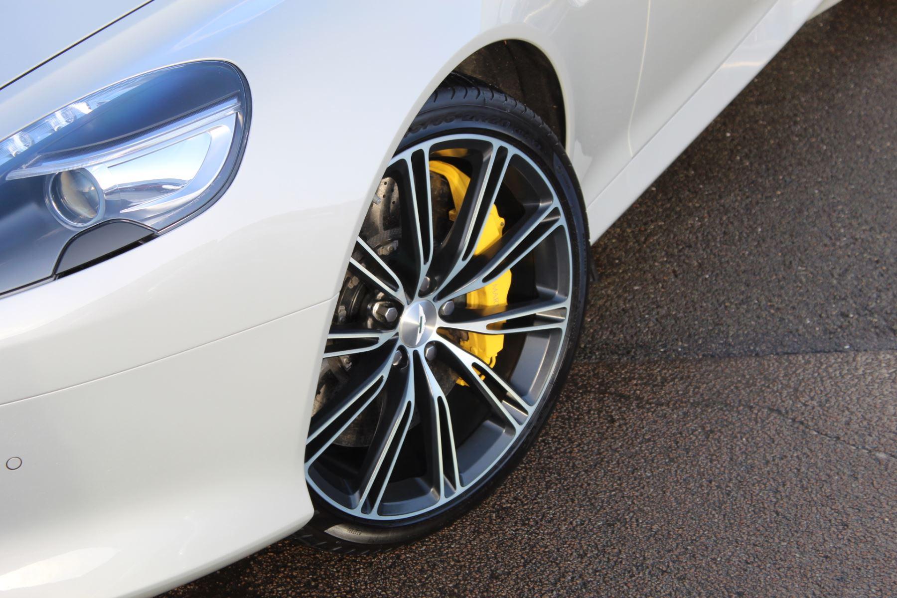 Aston Martin DB9 V12 2dr Touchtronic image 3