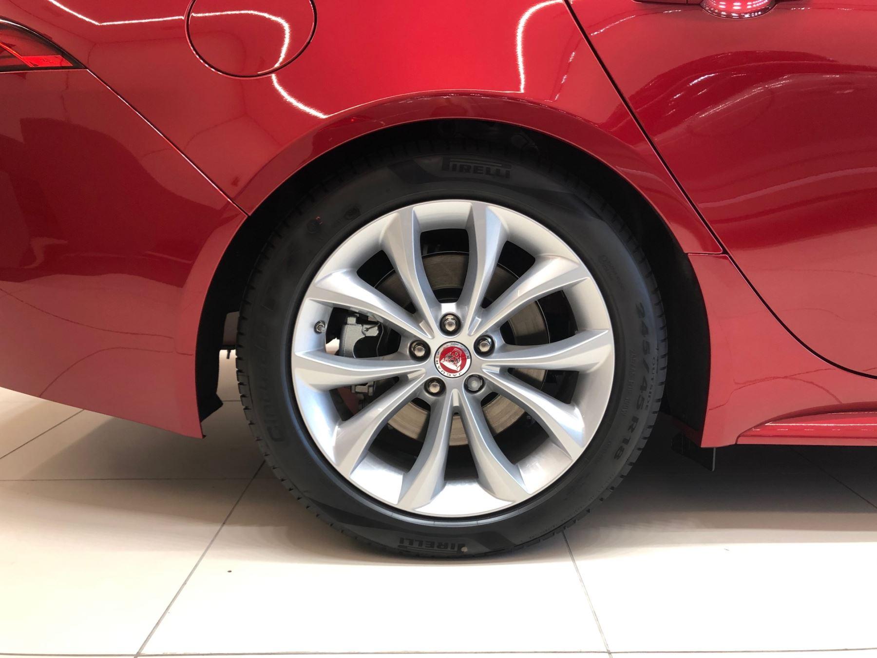 Jaguar XF SPORTBRAKE 2.0d 180 R-Sport image 7