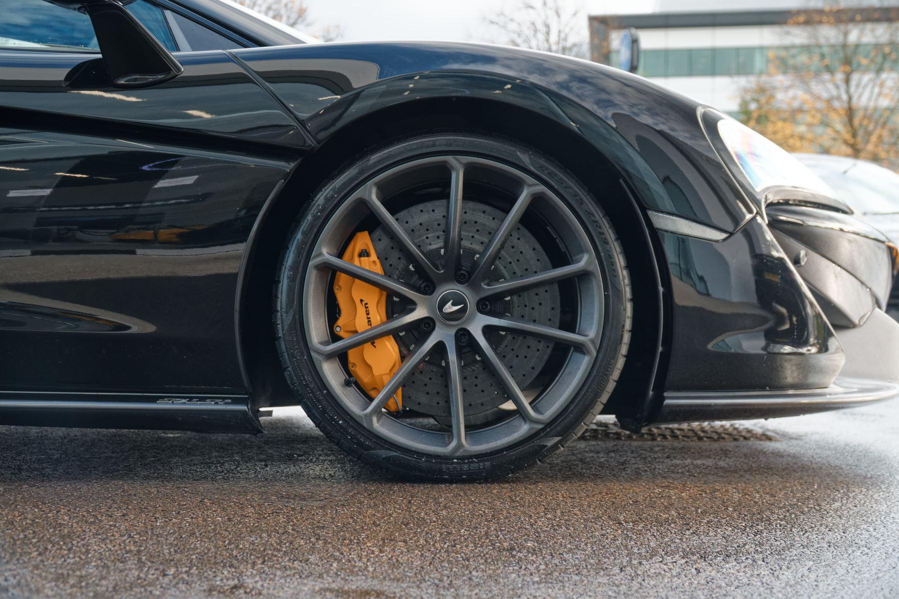 McLaren 570GT Coupe  image 16