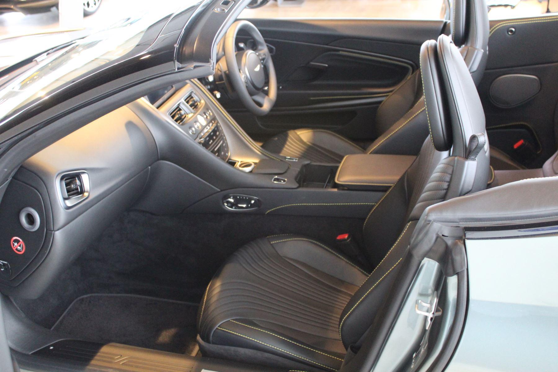 Aston Martin DB11 V8 Volante Touchtronic image 2