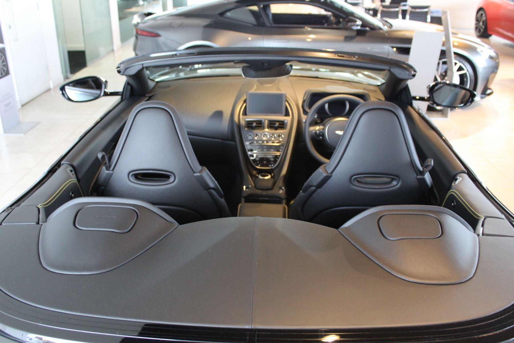 Aston Martin DB11 V8 Volante Touchtronic image 3