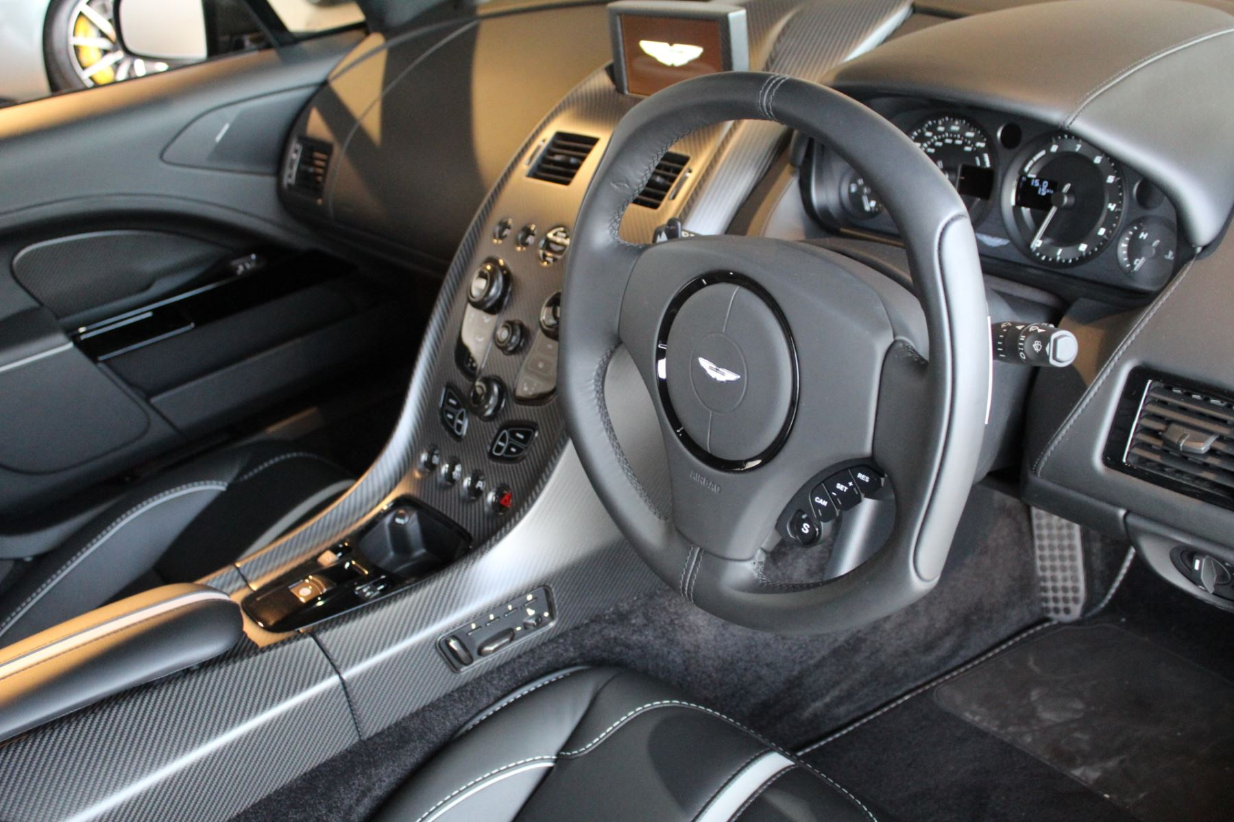 Aston Martin Rapide S V12 Touchtronic image 2