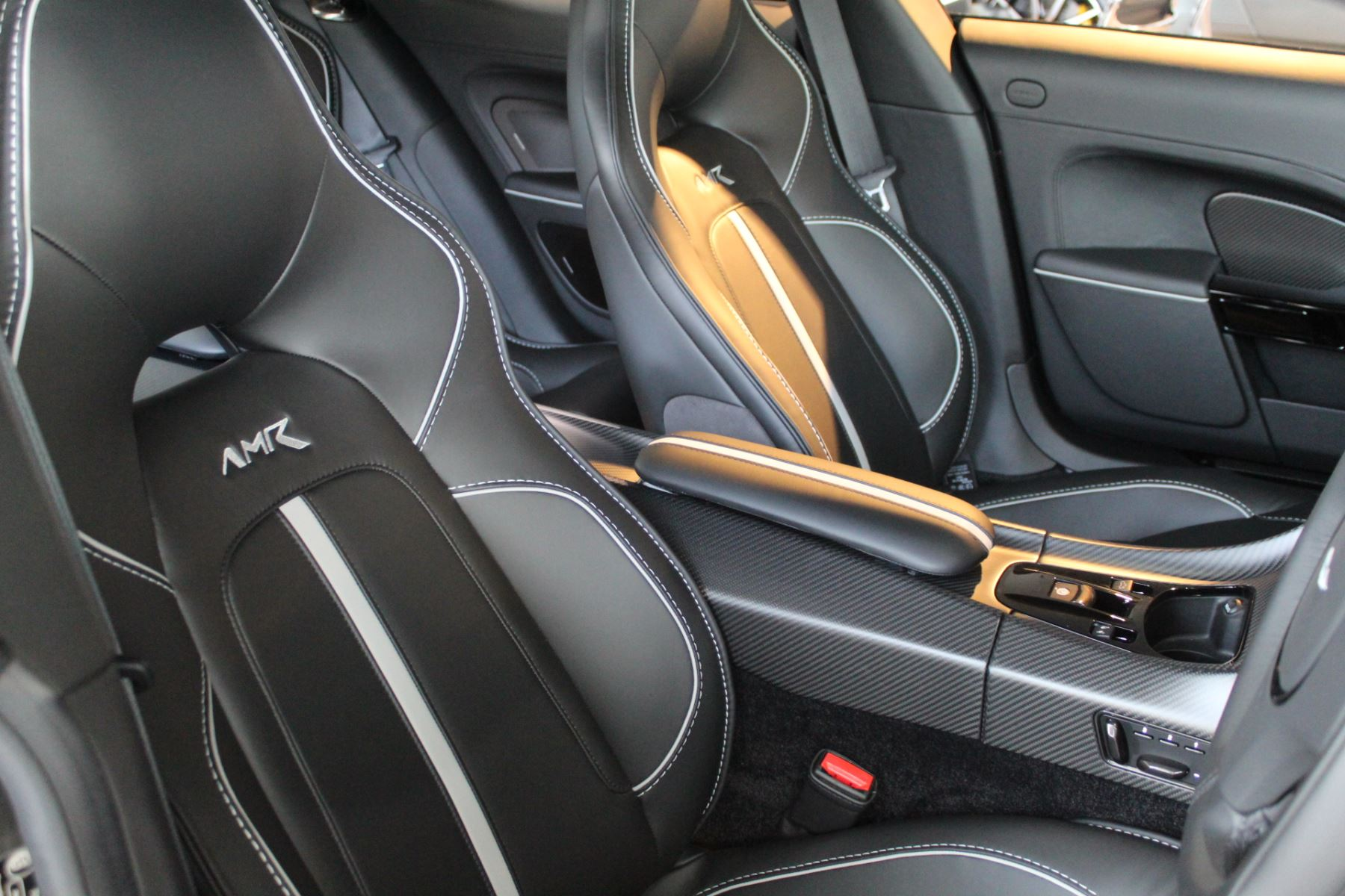 Aston Martin Rapide S V12 Touchtronic image 3