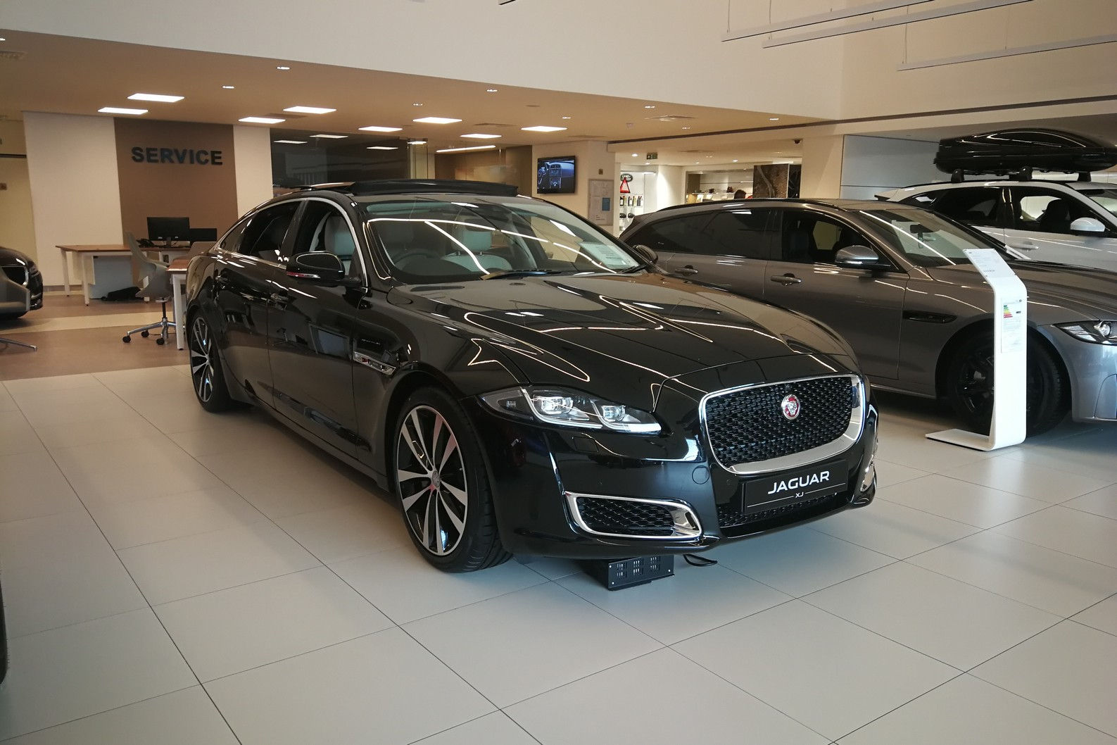 Jaguar XJ 3.0d V6 XJ50 LWB - Delivery Mileage - Surround Camera - Heated and cooled S Diesel Automatic 4 door Saloon (18MY) image
