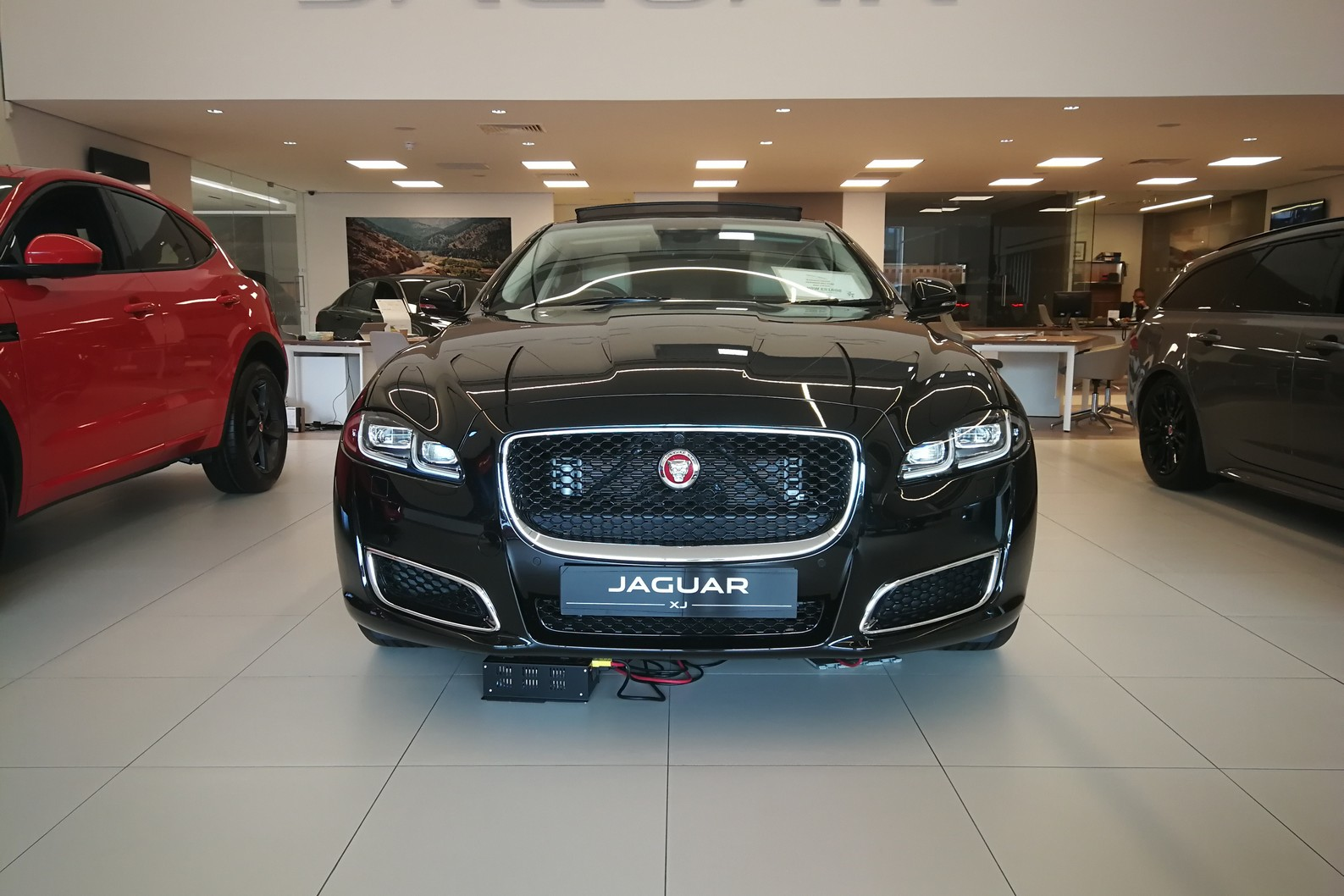 Jaguar XJ 3.0d V6 XJ50 LWB - Delivery Mileage - Surround Camera - Heated and cooled S image 2