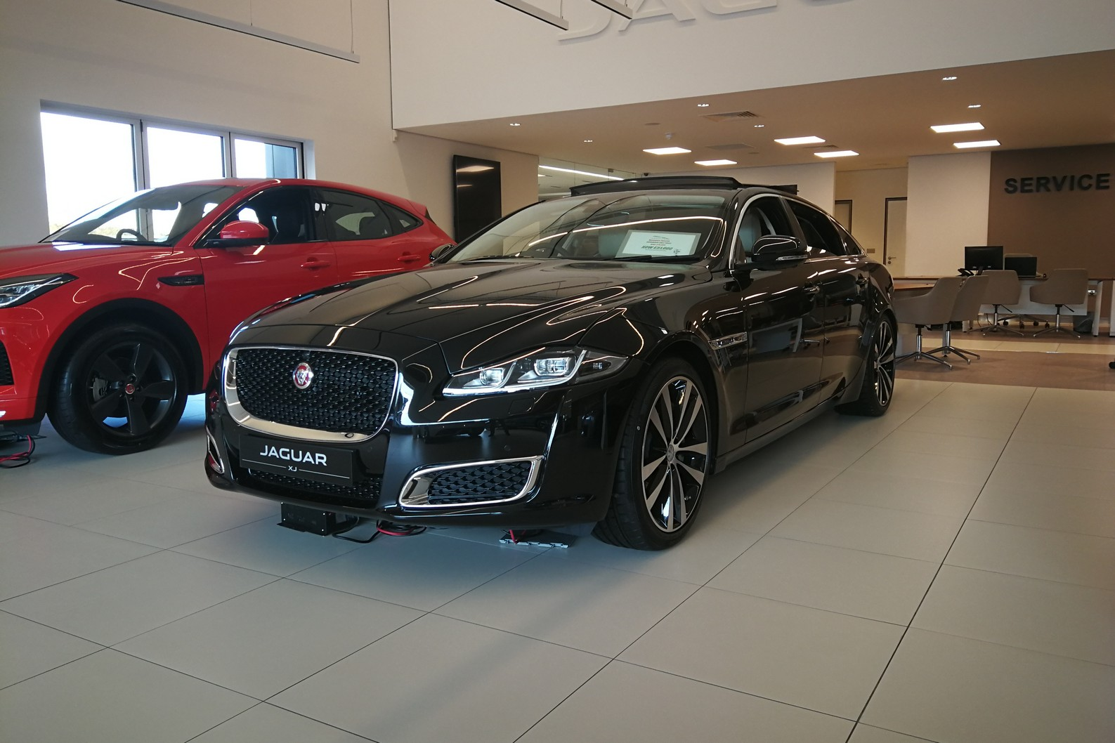 Jaguar XJ 3.0d V6 XJ50 LWB - Delivery Mileage - Surround Camera - Heated and cooled S image 3