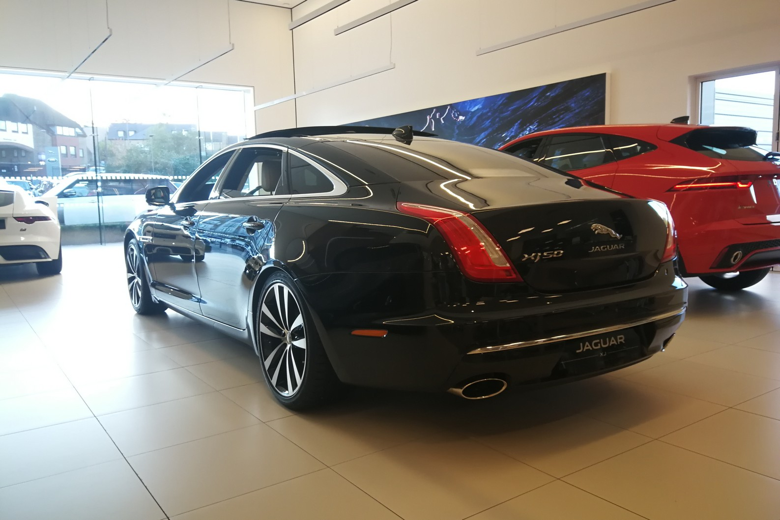 Jaguar XJ 3.0d V6 XJ50 LWB - Delivery Mileage - Surround Camera - Heated and cooled S image 4