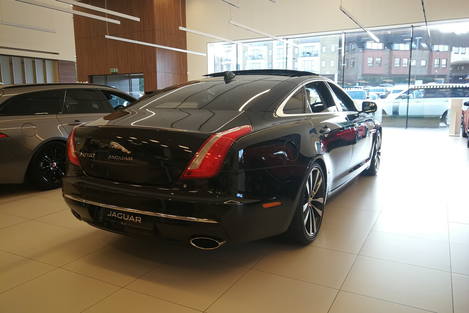 Jaguar XJ 3.0d V6 XJ50 LWB - Delivery Mileage - Surround Camera - Heated and cooled S image 5