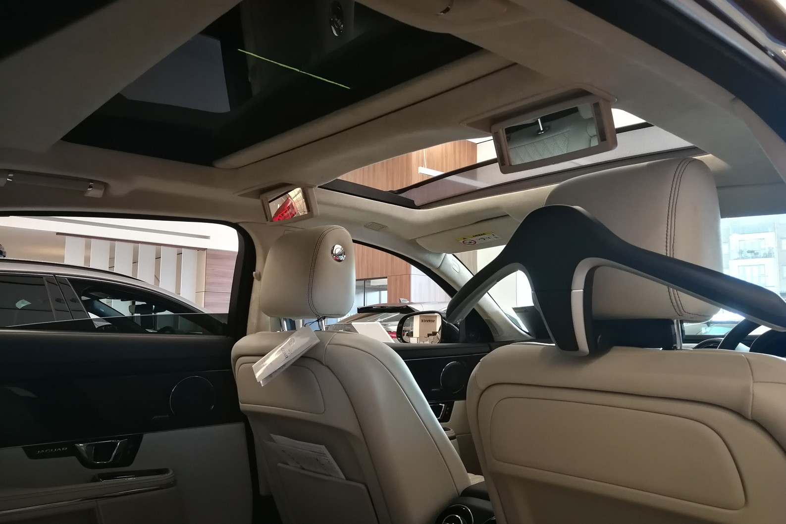 Jaguar XJ 3.0d V6 XJ50 LWB - Delivery Mileage - Surround Camera - Heated and cooled S image 20