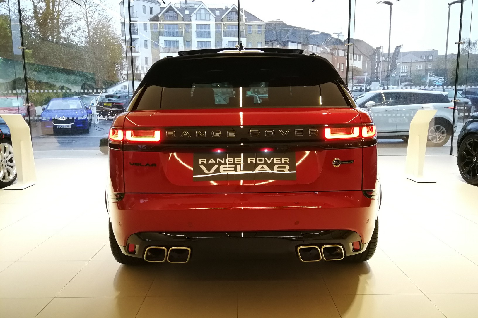 Land Rover Range Rover Velar 5.0 P550 SVAutobiography Dynamic Edition 5dr Auto image 5