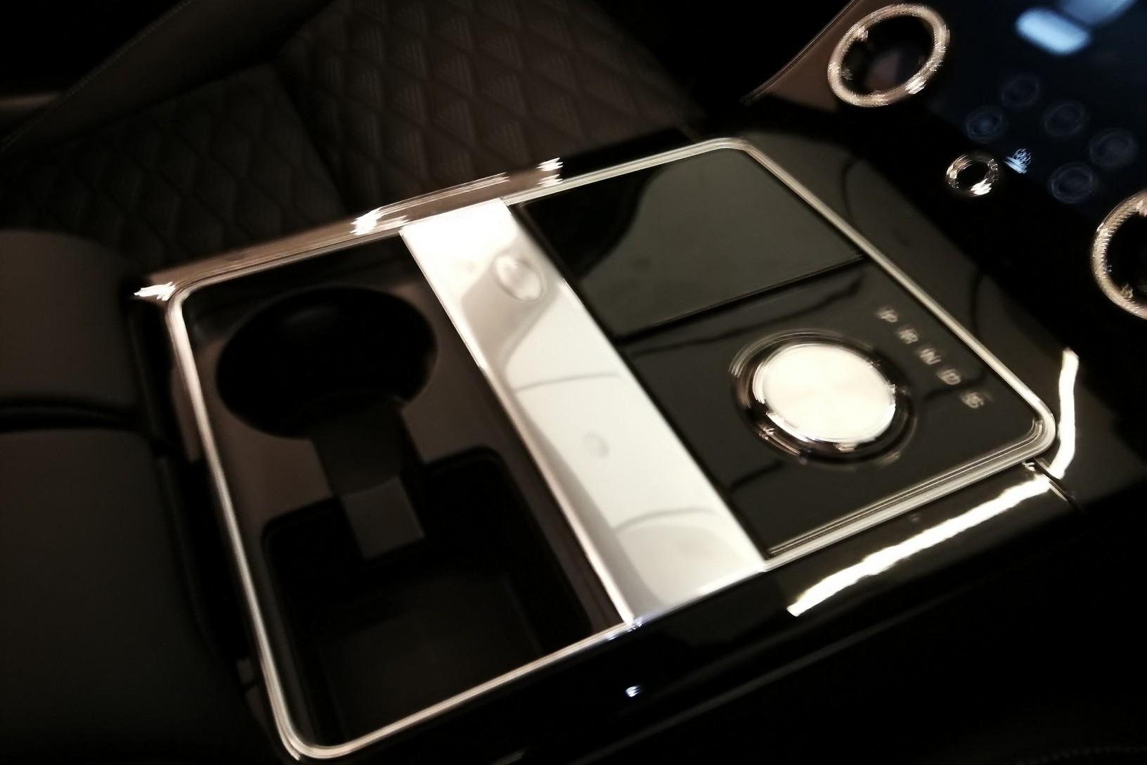 Land Rover Range Rover Velar 5.0 P550 SVAutobiography Dynamic Edition image 13