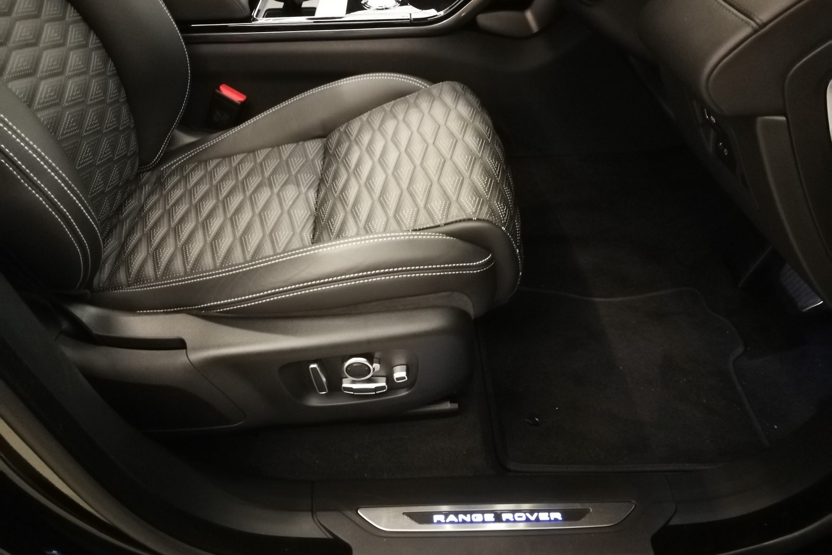 Land Rover Range Rover Velar 5.0 P550 SVAutobiography Dynamic Edition image 17