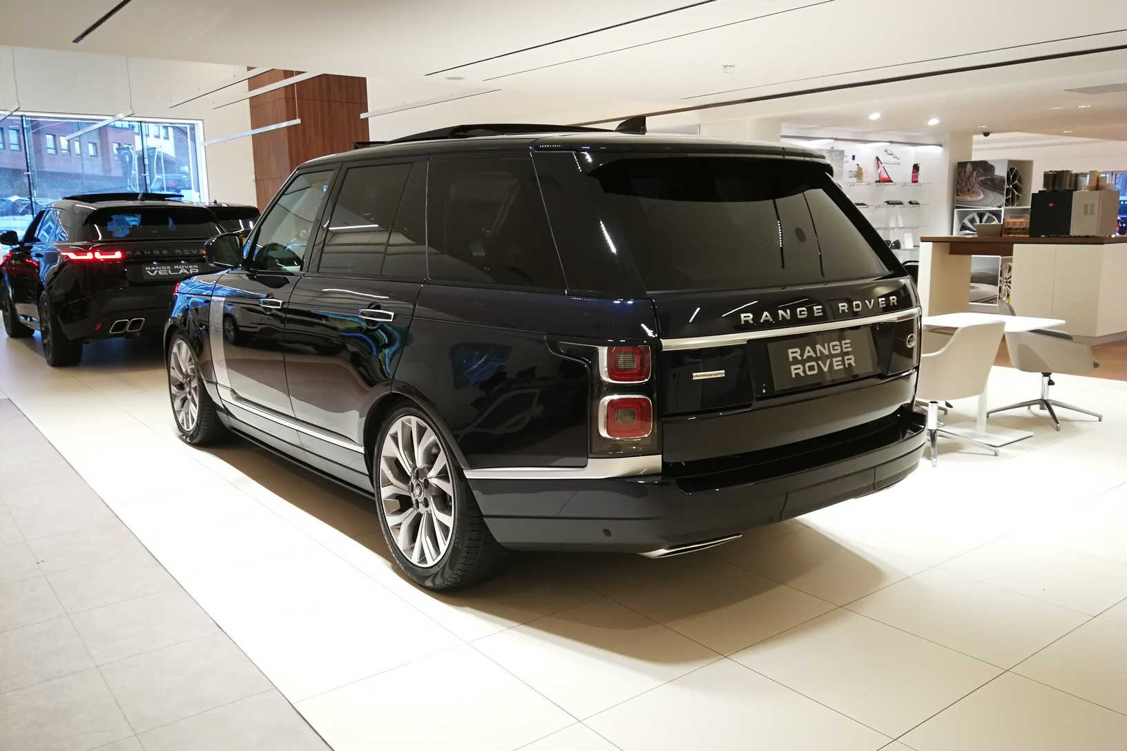 Land Rover Range Rover 4.4 SDV8biography image 4