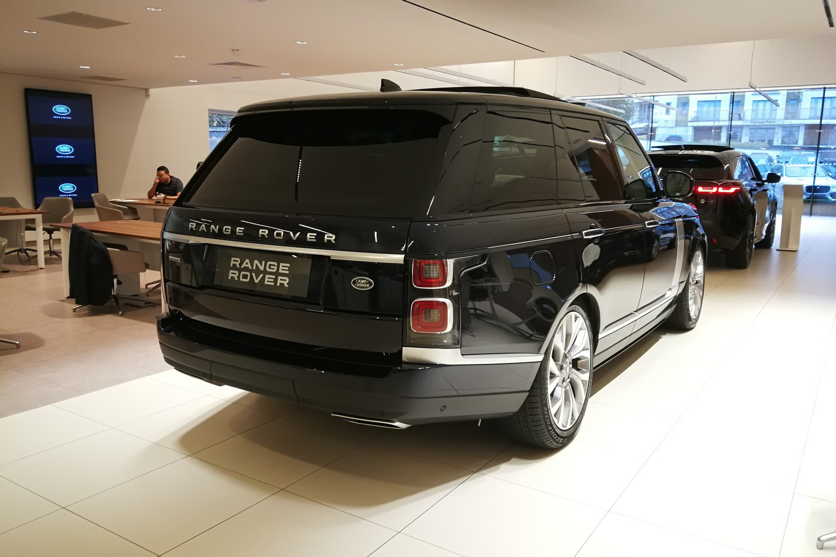 Land Rover Range Rover 4.4 SDV8biography image 6