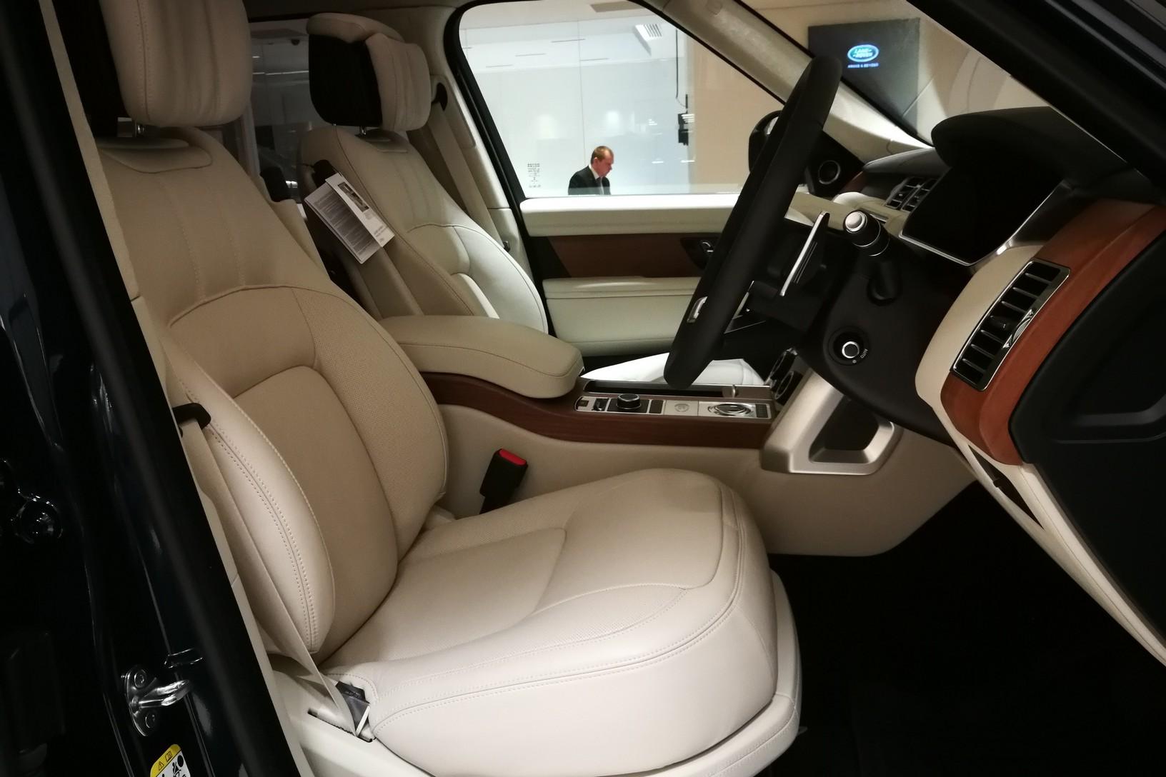 Land Rover Range Rover 4.4 SDV8biography image 14