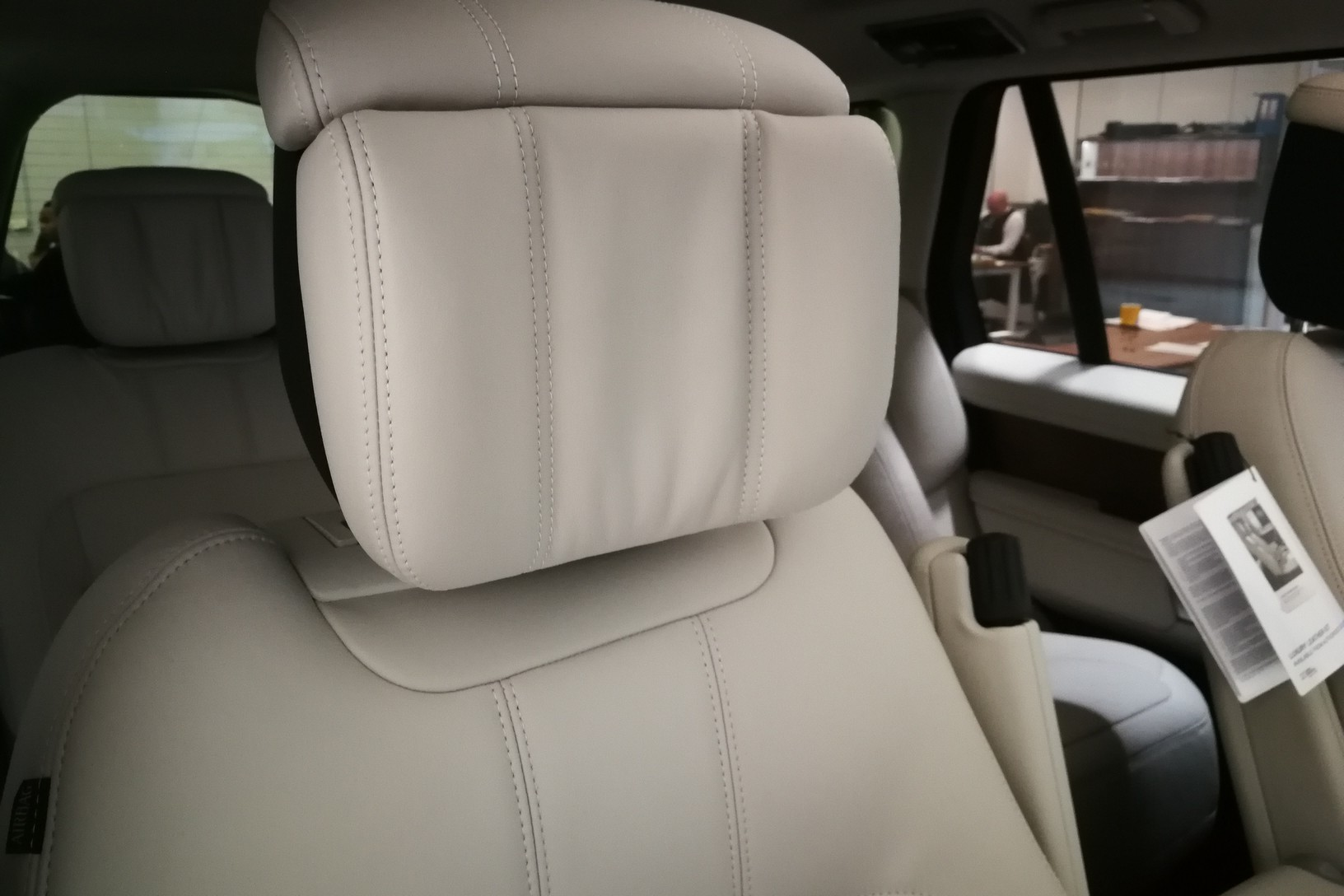Land Rover Range Rover 4.4 SDV8biography image 16