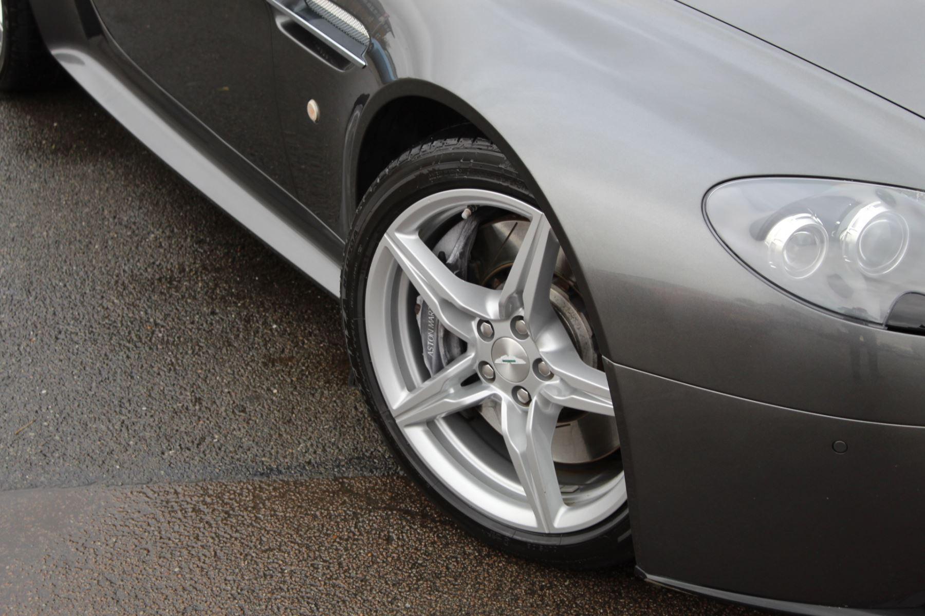 Aston Martin V8 Vantage S Coupe S 2dr Sportshift image 3