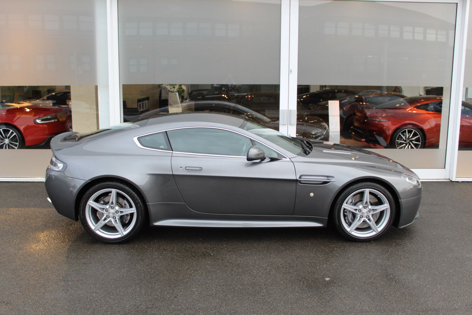 Aston Martin V8 Vantage S Coupe S 2dr Sportshift image 21