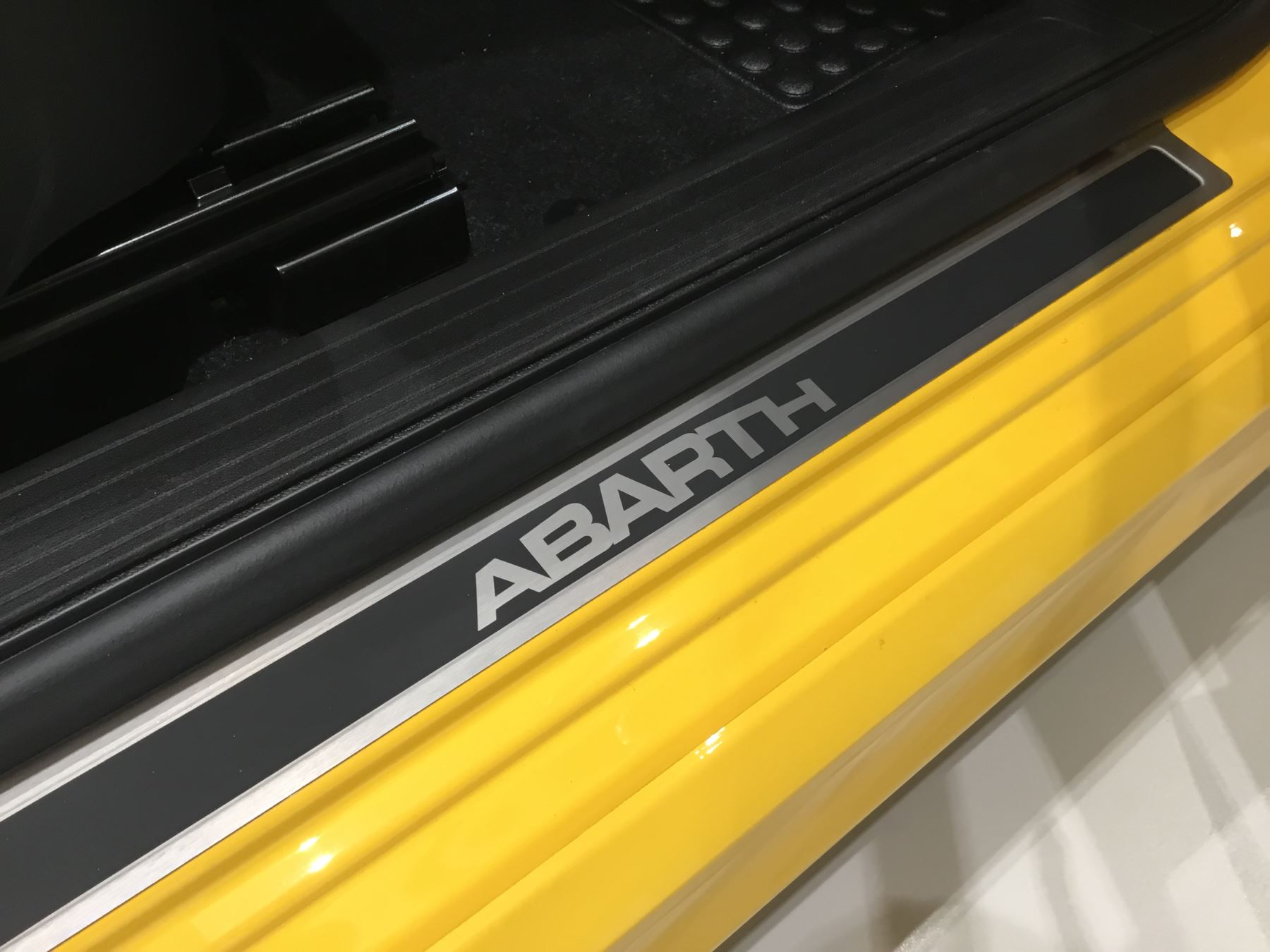 Abarth 595 1.4 T-Jet 145 3dr image 13