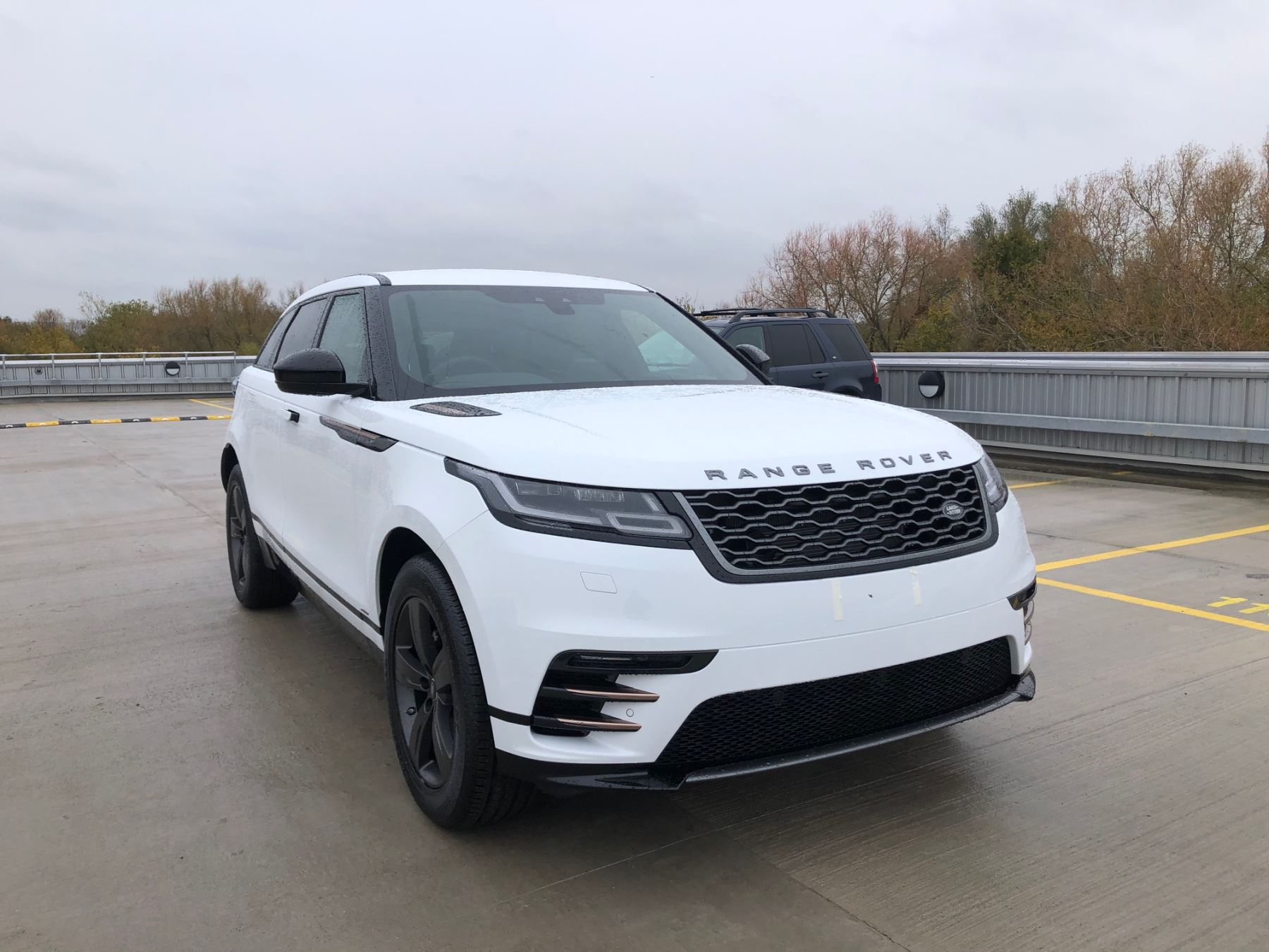 Land Rover Range Rover Velar 2.0 D180 R-Dynamic S Diesel Automatic 5 door Estate (17MY) image
