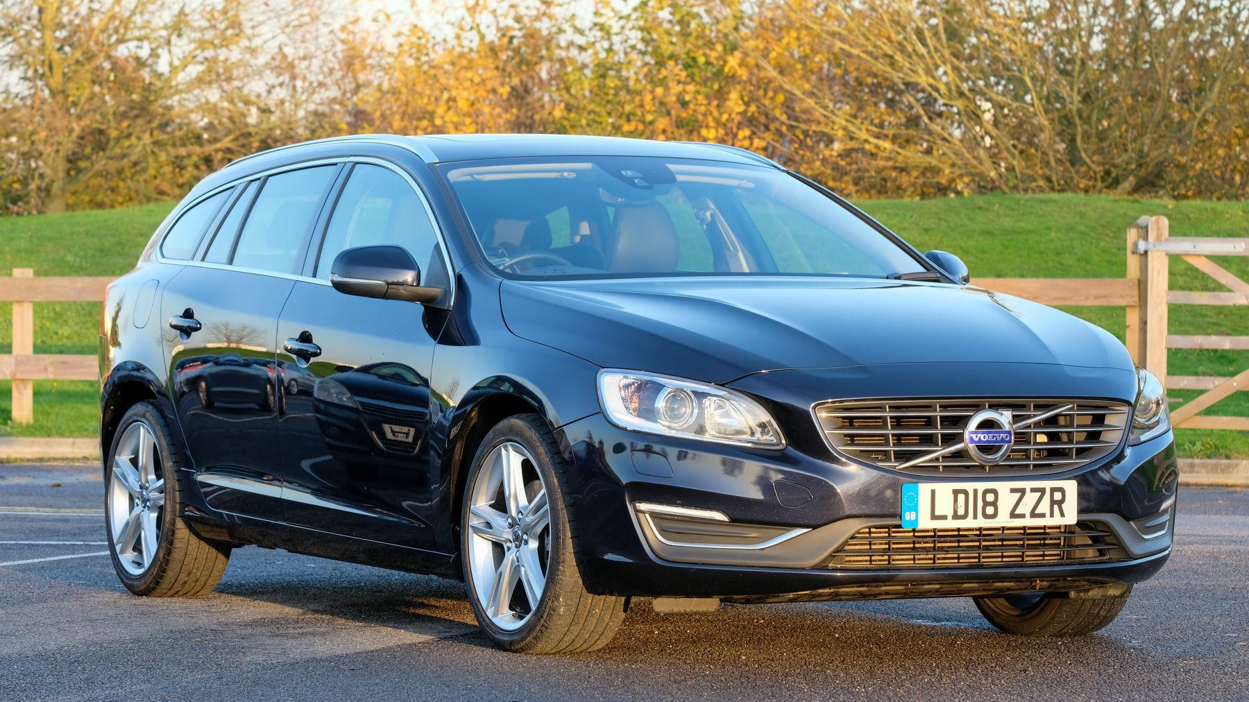 Volvo V60 D4 SE Lux Nav Auto, Winter Illumination & Family Pack, Sunroof, BLIS, VAT Reclaimable image 1