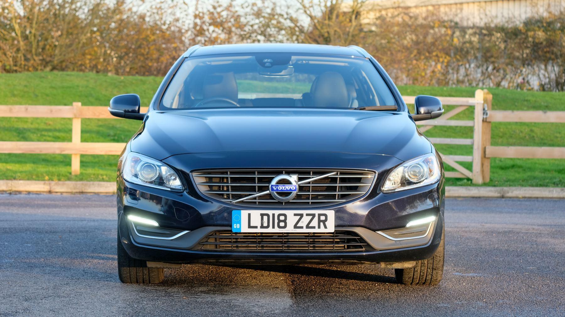 Volvo V60 D4 SE Lux Nav Auto, Winter Illumination & Family Pack, Sunroof, BLIS, VAT Reclaimable image 2