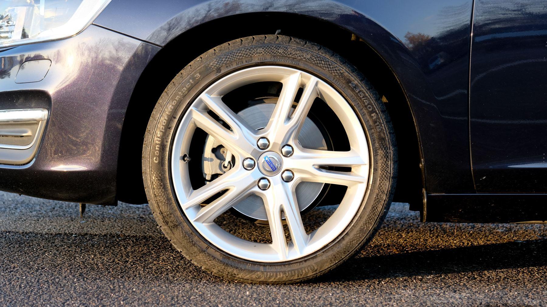 Volvo V60 D4 SE Lux Nav Auto, Winter Illumination & Family Pack, Sunroof, BLIS, VAT Reclaimable image 3