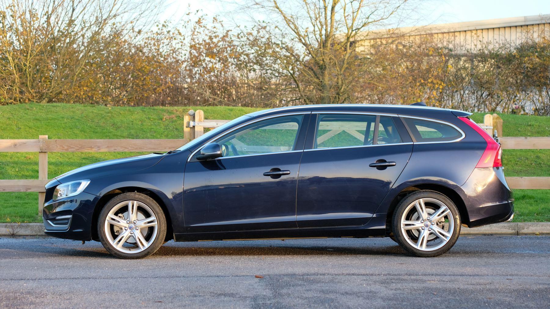 Volvo V60 D4 SE Lux Nav Auto, Winter Illumination & Family Pack, Sunroof, BLIS, VAT Reclaimable image 4