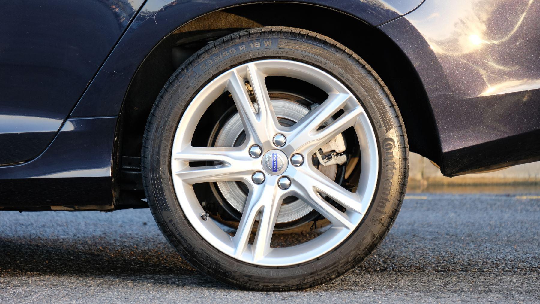 Volvo V60 D4 SE Lux Nav Auto, Winter Illumination & Family Pack, Sunroof, BLIS, VAT Reclaimable image 5