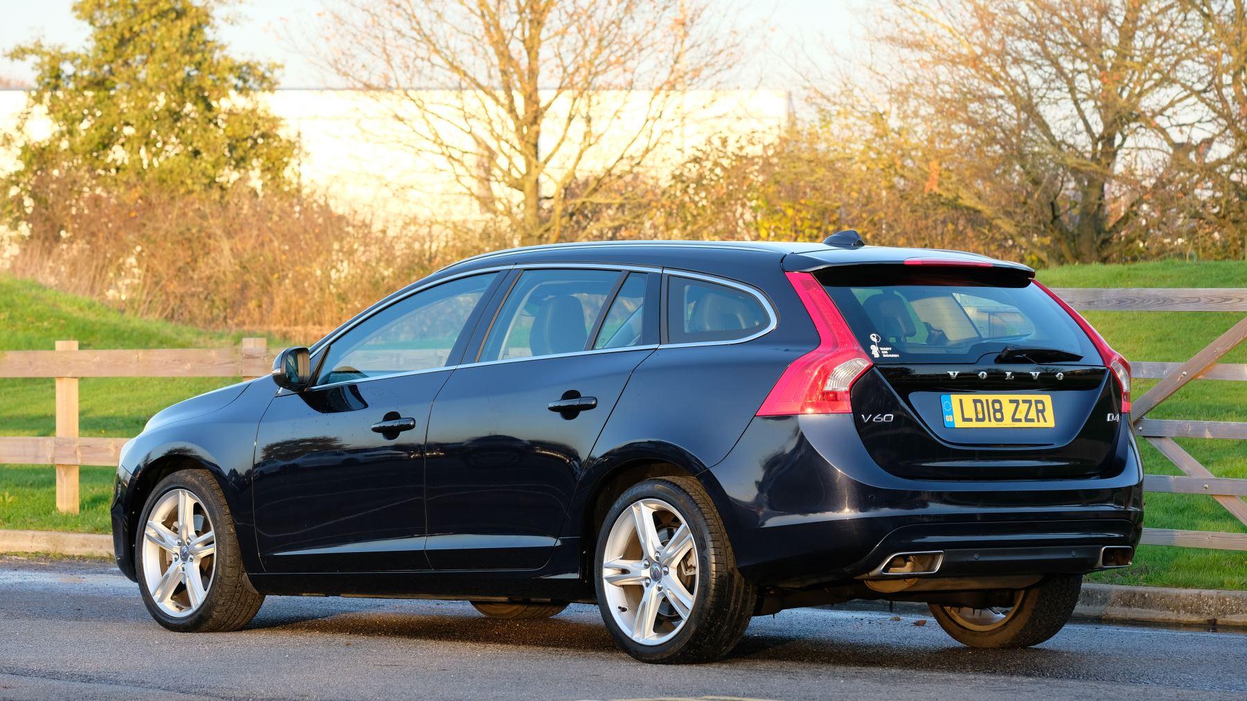 Volvo V60 D4 SE Lux Nav Auto, Winter Illumination & Family Pack, Sunroof, BLIS, VAT Reclaimable image 6