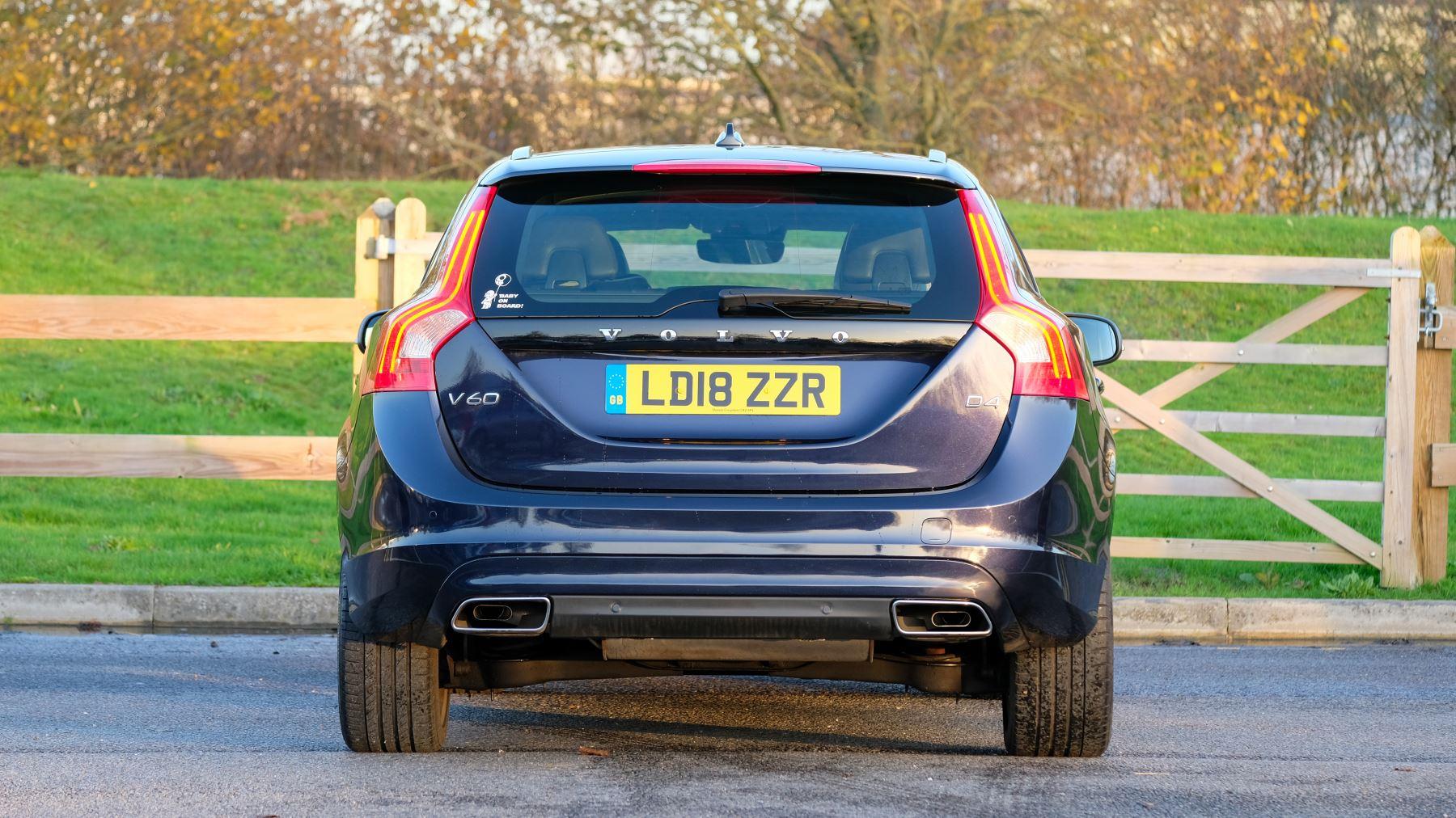 Volvo V60 D4 SE Lux Nav Auto, Winter Illumination & Family Pack, Sunroof, BLIS, VAT Reclaimable image 7