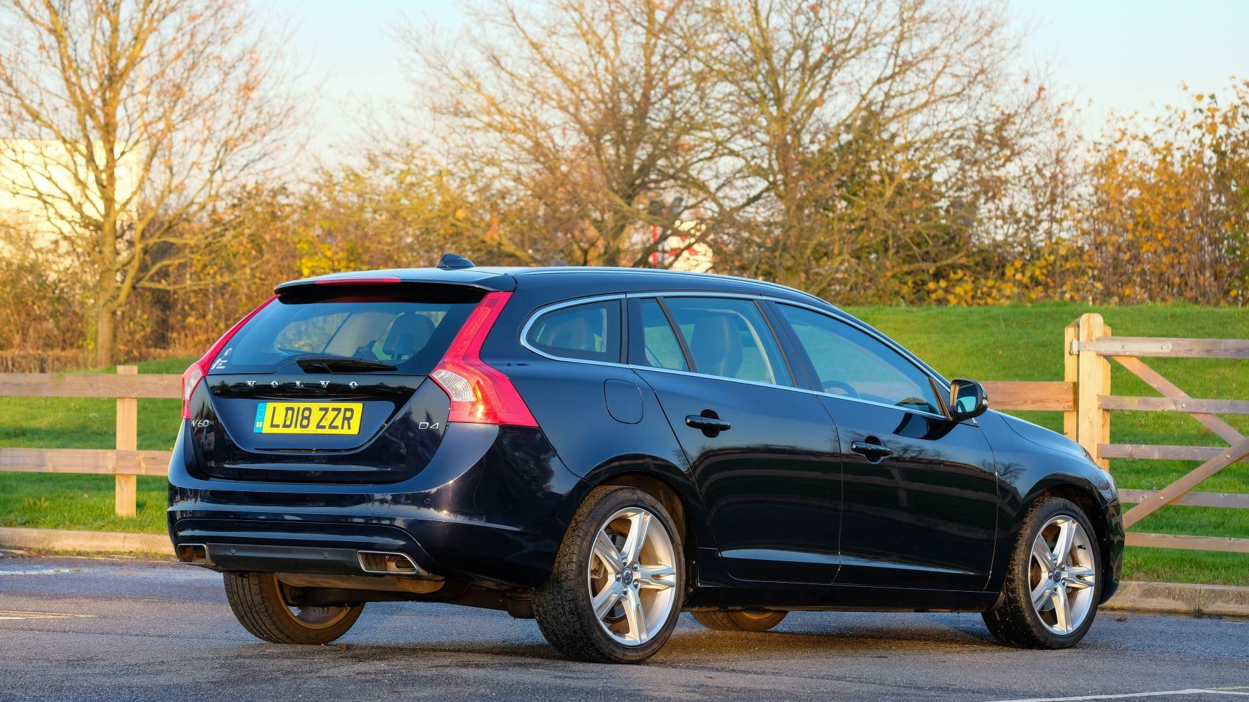 Volvo V60 D4 SE Lux Nav Auto, Winter Illumination & Family Pack, Sunroof, BLIS, VAT Reclaimable image 8