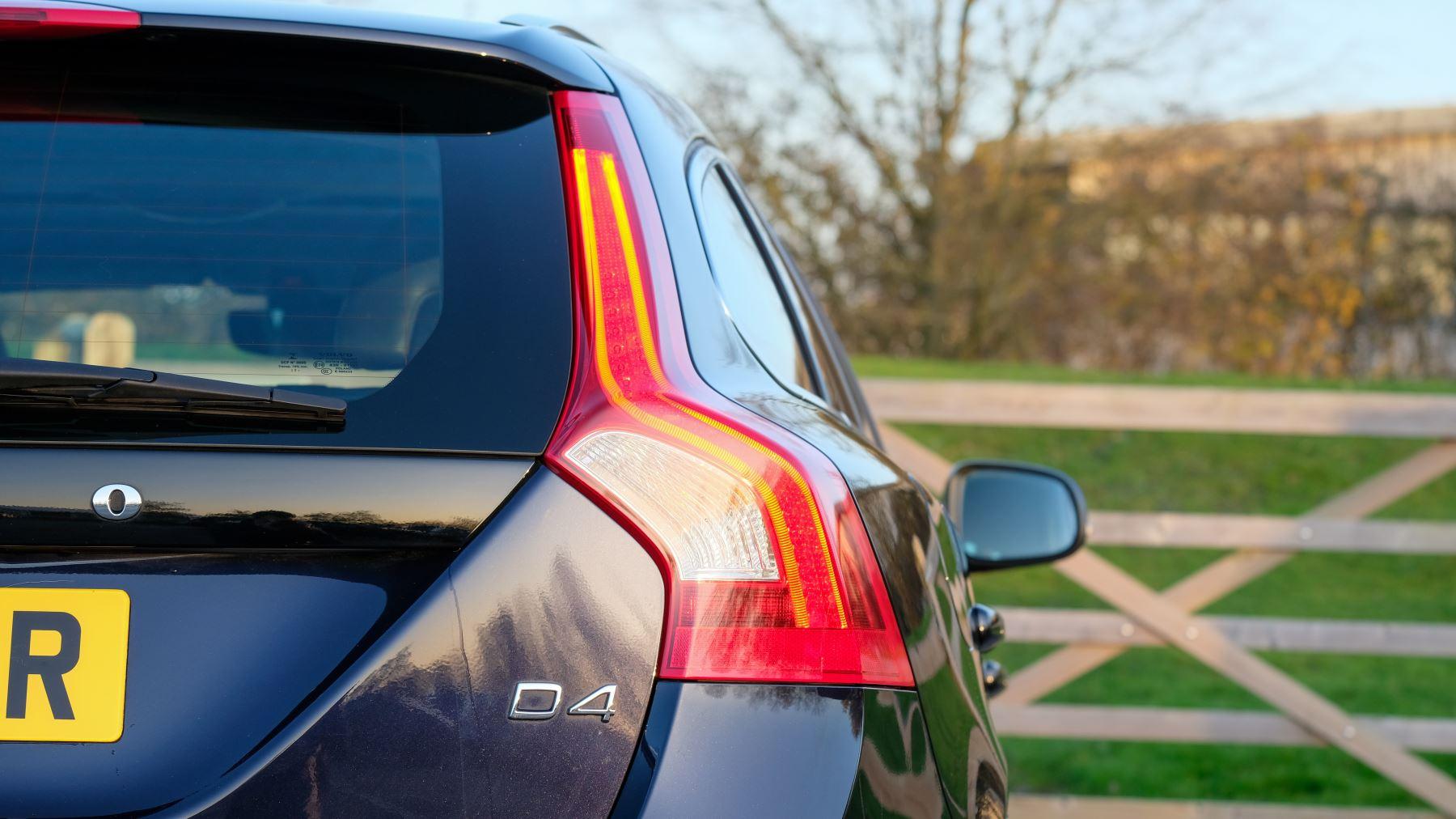 Volvo V60 D4 SE Lux Nav Auto, Winter Illumination & Family Pack, Sunroof, BLIS, VAT Reclaimable image 9