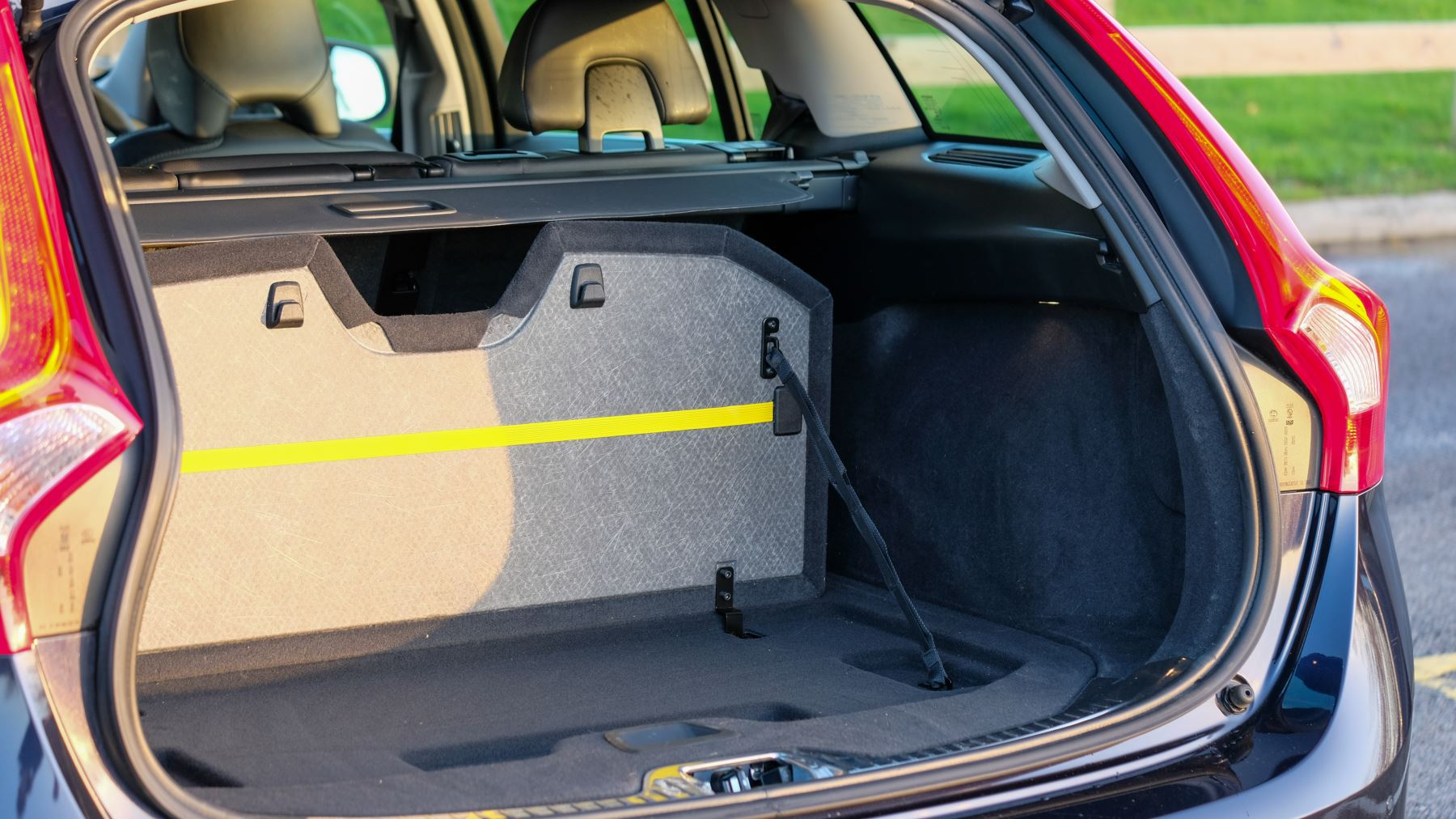 Volvo V60 D4 SE Lux Nav Auto, Winter Illumination & Family Pack, Sunroof, BLIS, VAT Reclaimable image 12