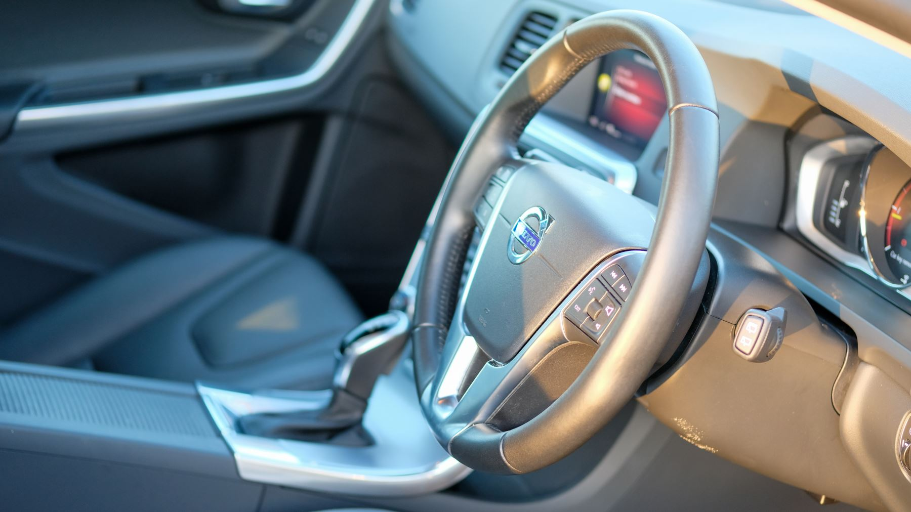 Volvo V60 D4 SE Lux Nav Auto, Winter Illumination & Family Pack, Sunroof, BLIS, VAT Reclaimable image 17