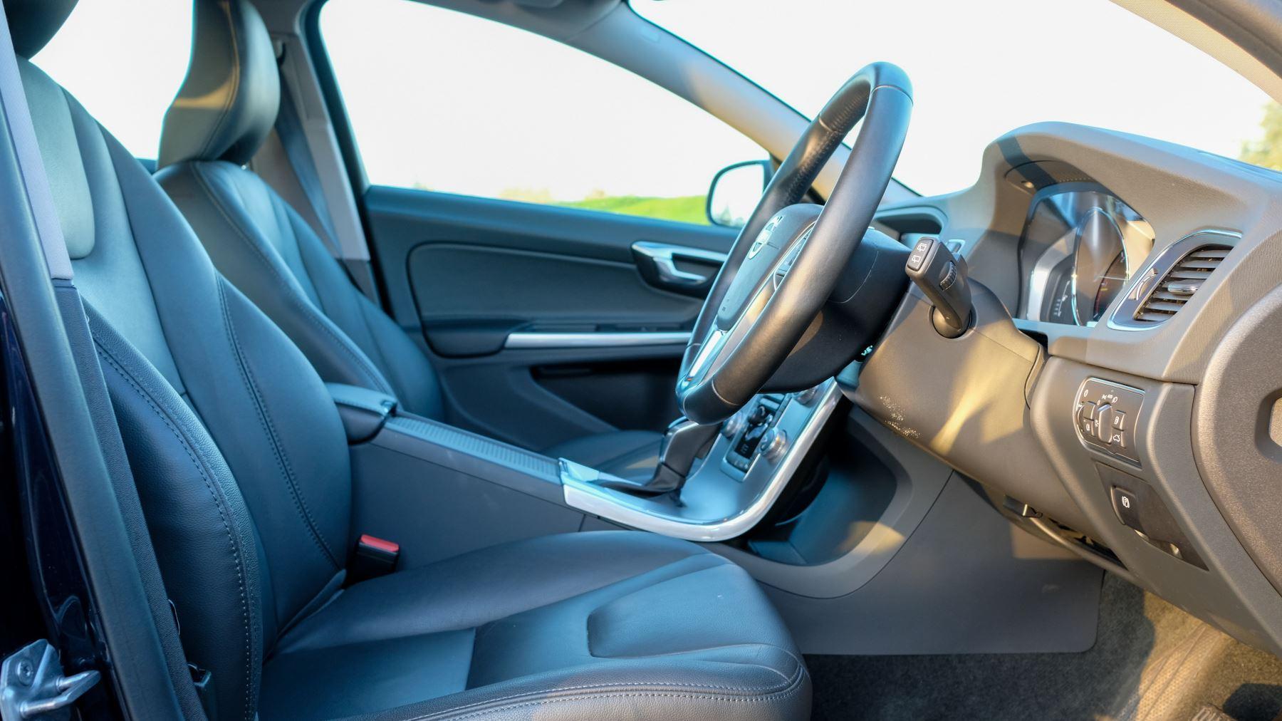 Volvo V60 D4 SE Lux Nav Auto, Winter Illumination & Family Pack, Sunroof, BLIS, VAT Reclaimable image 18