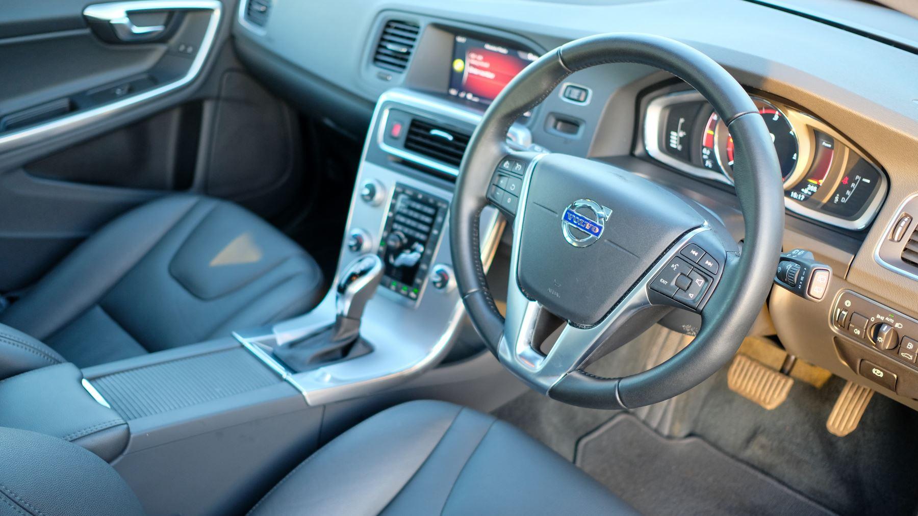 Volvo V60 D4 SE Lux Nav Auto, Winter Illumination & Family Pack, Sunroof, BLIS, VAT Reclaimable image 19